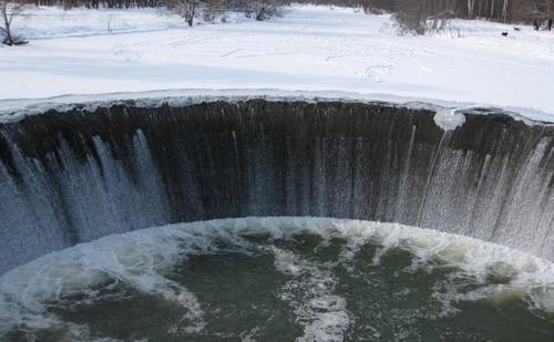 Водопад на р. Лама.